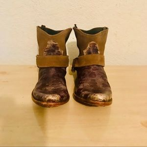 GOLDEN GOOSE 2 TONE DISTRESSED ANKLE BOOTS 8